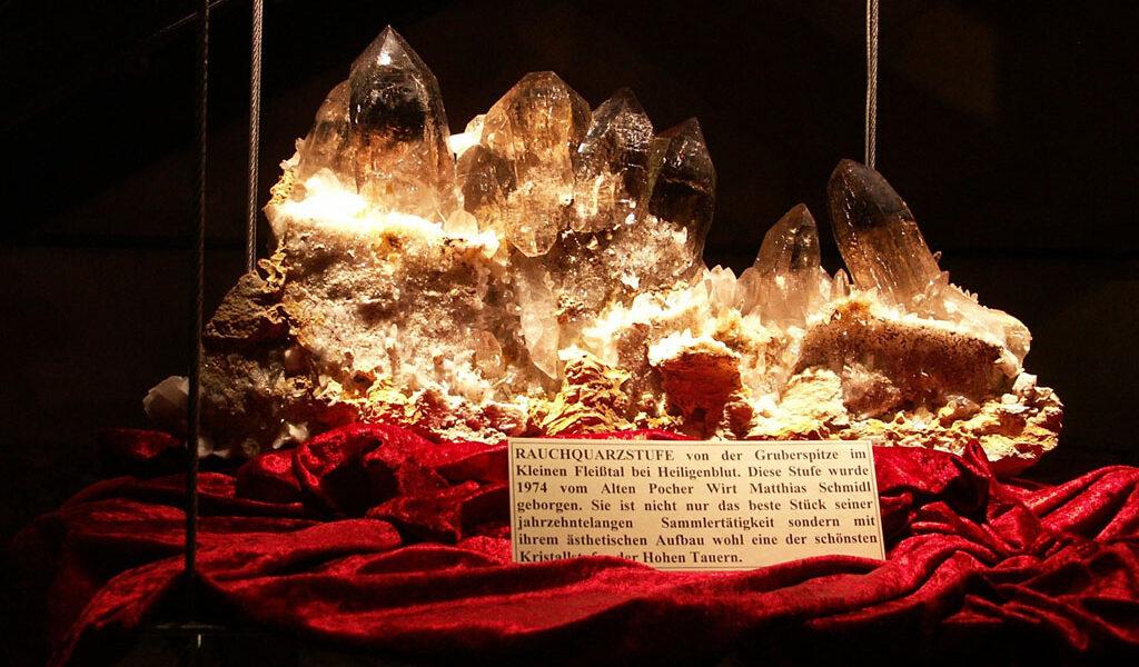 Goldene Ziele - Mautturm Winklern mit Kristallausstellung