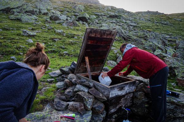 6 Erfrischung an der eiskalten Quelle Kreuzeck Höhenweg Schütt